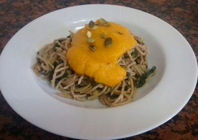 La cuina a Cal Vilanova - Espaguetis d'espelta amb verdures i beixamel de carbassa